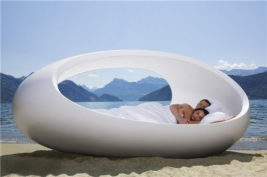 Egg Bed by Lomme