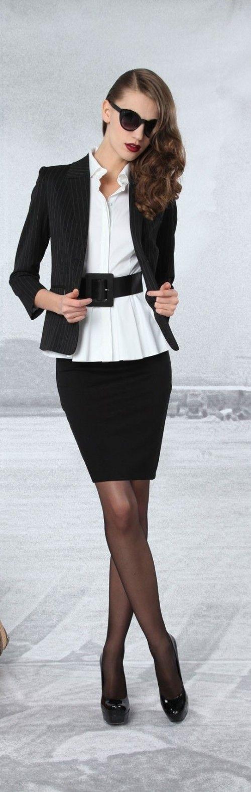 Klassiek zwart wit voor het werk. Deze kleuren alleen wel mooi voor de wintertypes!