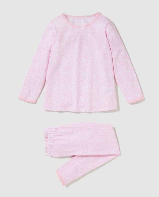 300eaa862 Pijama de dos piezas formado por una camiseta en color rosa con estampado  de flores