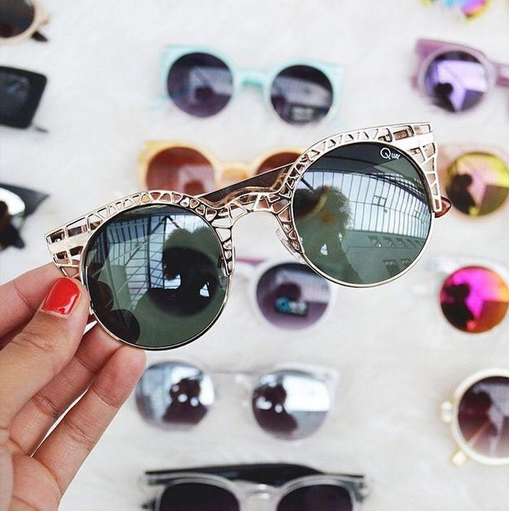 37f4c7ab32f60 Óculos de sol são acessórios indispensáveis em uma mala de quem vai para a  praia.