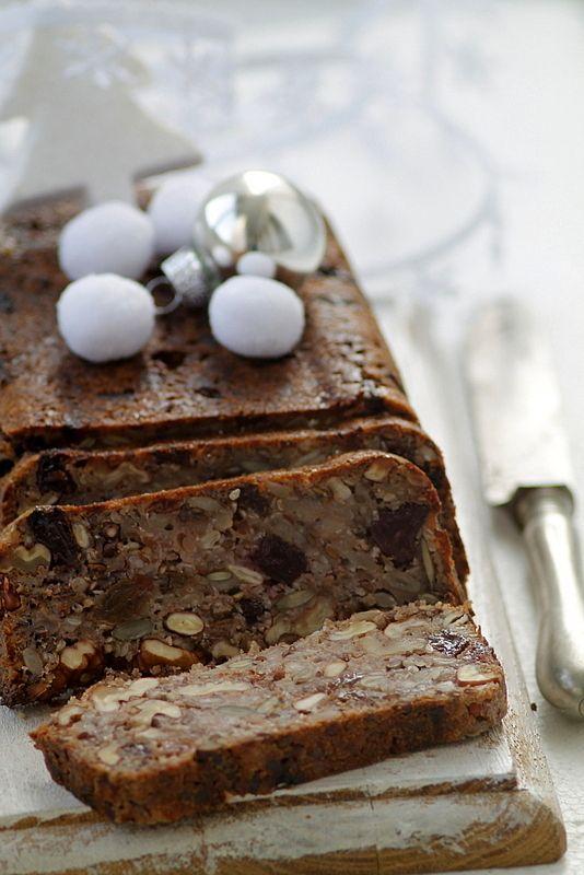 A recept megjelent a  Kifőztük  decemberi számában             Tartalmas, liszt nélküli kenyér, akár karácsonyi reggelihez is...bár nem ...