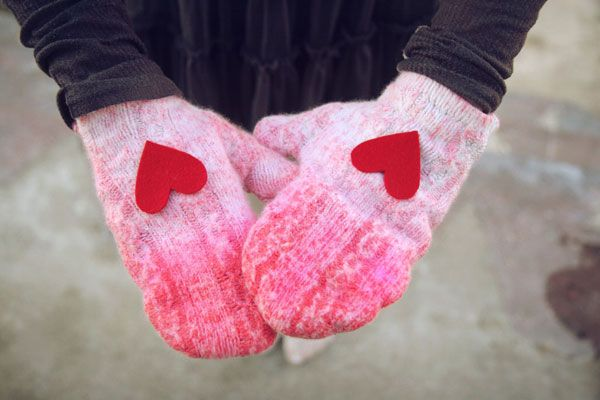 DIY Valentines Day Gifts: Ombre Sweater Mittens heart