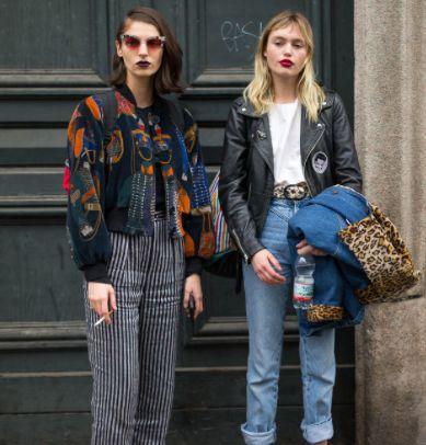 A calça e a jaqueta da moça da esquerda: lindas