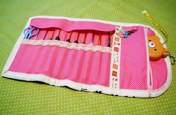 Check out this item in my Etsy shop https://www.etsy.com/listing/241822053/a-super-cute-crochet-hooks-case-with-a