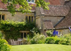 The Old Manor House | United kingdom Warwickshire England. Beautiful landscaped gardens sweep down to the river Stour, traditional rooms are tucked away in a private wing. Breakfasts are first-class