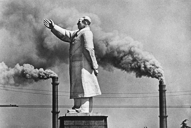 Marc Riboud: Statue of Mao, Wuhan, China(1971)                              …