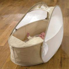 Beaucoup plus léger et transportable qu'un lit parapluie ! Le lit pop-up pour bébé est idéal pour les voyages et les vacances.