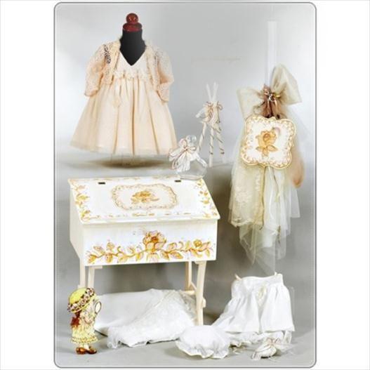 Το πακέτο περιλαβμάνει: Ξύλινο μπουντουάρ βάπτισης,ζωγραφισμένο στο χέρι Σκαμπώ Τούλινη λαμπάδα Φόρεμα βάπτισης Λαδόπανα σετ δαντέλα (περιλαμβάνει: πετσέτες, σεντόνι, εσώρουχα) Μαρτυρικά 1 σετ (50τεμαχίων) Μαξιλαράκι μαρτυρικών Μπουκαλάκι Σαπουνάκι 3 κεράκια κολυμπήθρας Διαβάστε περισσότερα: www.oraxaras.com/