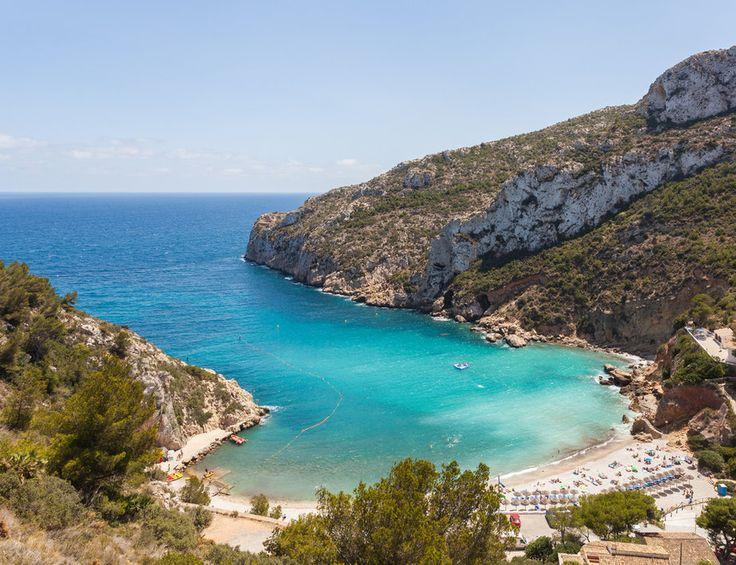 Cala Granadella (Jávea) Es uno de los rincones privilegiados de nuestra geografía y su costa está salpicada de algunas de las calas más impresionantes del Mediterráneo.