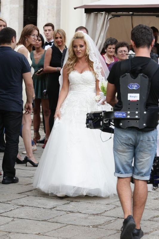 Delia Matache in rochia sa de mireasa