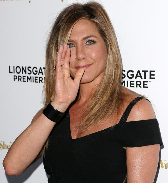 jennifer aniston flashes 15000 wedding ring in unflattering jumpsuit - Jennifer Aniston Wedding Ring
