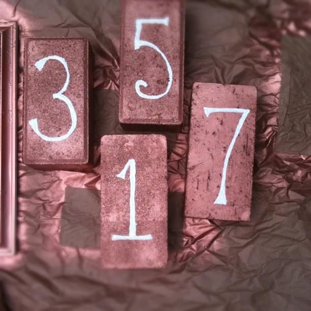 how charming...: Gardens Ideas, Crafts Ideas, Art Diy, Tables Numbers, House Numbers, Brick Houses, Halloween Decor Ideas, Brick Tables, Houses Numbers