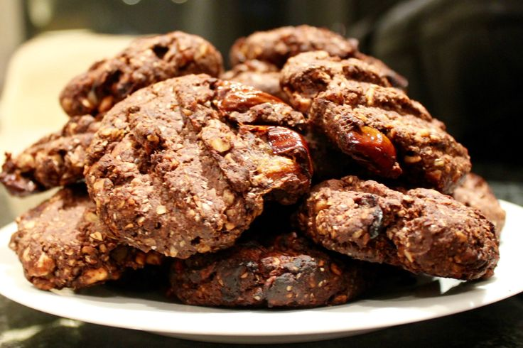 Healthy date and cocoa biscuits made with almond flour, dates, coconut oil, cocoa, chia seeds and maple syrup.