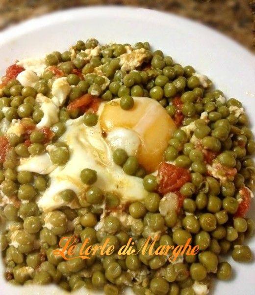 Piselli con uova in camicia. Oggi vi propongo un piatto veramente semplice da fare ,con pochi ingredienti avrete un piatto molto gustoso di piselli con uova