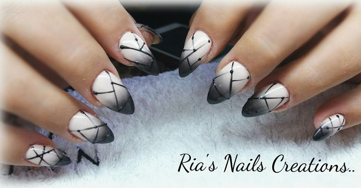 Ompre black nail art