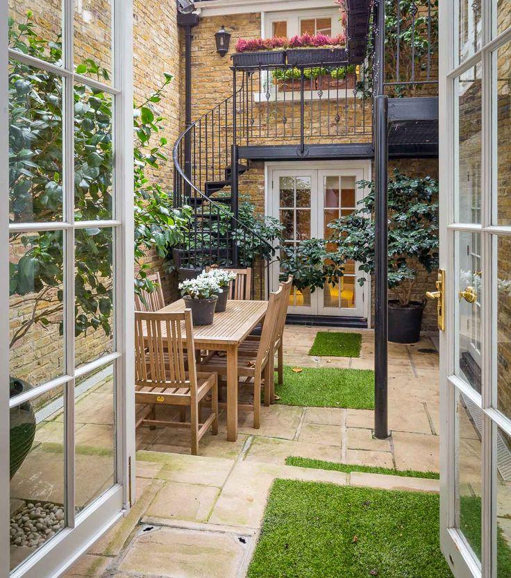 Sumner Place, South Kensington, London. Garden detail.