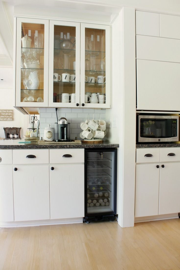 Paint Cabinets Just Like A Professional With These Pro Painting Tips Painting You Paint Kitchen Cabinets Like A Pro Kitchen Cabinets Kitchen Cabinets Makeover