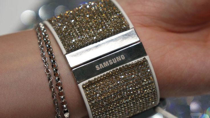 Swarovski for Samsung Gear S Strap:  Samsung and Swarovski have collaborated to create the most opulent smartwatch on the market. Encrusted with beautiful crystals, these watches boast style and great tech features.  #tech #smartwatch #fashion #watches #crystals #Samsung #Swarovski