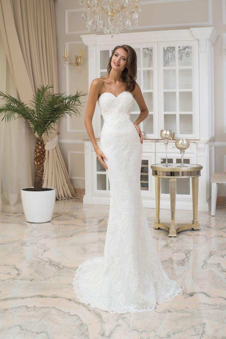 Nádherné dlhé čipkované svadobné šaty bez ramienok