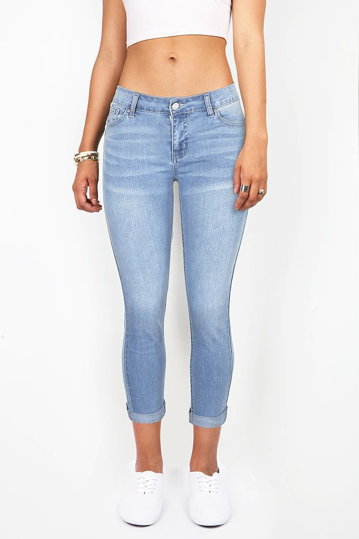 Mid rise capri jeans in a dark denim wash. Sleek fit with slight stretch in the fabric. Traditional 5 pockets with a button and zip fly closure. *Machine Wash Cold *82% Cotton 16% Polyester 2% Spandex