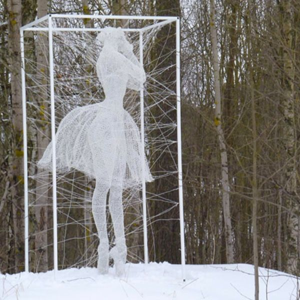 Life-Size Steel Wire Sculptures of Emotional Figures Trapped in Boxes