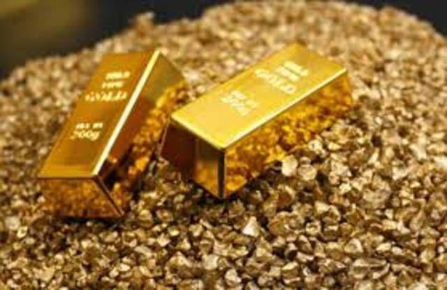 استقرار أسعار الذهب في مصر.. اليوم الاثنين  القاهرة  مباشر: استقرت أسعار الذهب في التعاملات الرسمية اليوم الاثنين بجميع عياراته لتتراوح بين 344 جنيها إلى 690 جنيها.  وتراوح سعر جرام الذهب عيار 24 بين 688 جنيها إلى 690 جنيها فيما تراوح عيار 22 بين 631 إلى 633 جنيها وعيار 21 بين 602 إلى 604 جنيهات.  وسجل عيار 18 سعرا بين 516 إلى 518 جنيها وعيار 14 من 401 إلى 403 جنيهات وفي المقابل سجل عيار 12 أقل سعر بين 344 إلى 345 جنيها.  وتراوح سعر الأونصة بين 21.39 ألف جنيه إلى 21.46 ألف جنيه فيما تراوح سعر الجنيه الذهب بين 4.81 ألف جنيه إلى 4.832 ألف جنيه.  وكانت أسعار الذهب شهدت ارتفاعا الفترة الماضية أكثر من 19 دولارا عند تسوية تعاملات اليوم الجمعة لتتجاوز 1200 دولار مجددا بعد تحول العملة الأمريكية للهبوط في أعقاب تصريحات رئيس بنك الاحتياطي الفيدرالي. وبحلول الساعة 9:29 بتوقيت جرينتش تراجع سعر العقود الآجلة للذهب تسليم ديسمبر 0.03% ليسجل 1200 دولار للوقية.  – المصدر : مباشر  –  للاستفسار عن #الاستثمار فى #البورصة_المصرية اتصل بنا كل ايام الاسبوع وفى كل وقت: من داخل مصر phone: 01028433301 phone: 01062659261 من خارج مصر phone: 201028433301 phone: 201062659261 whatsapp : 201028433301 telegram : arabeyaonline