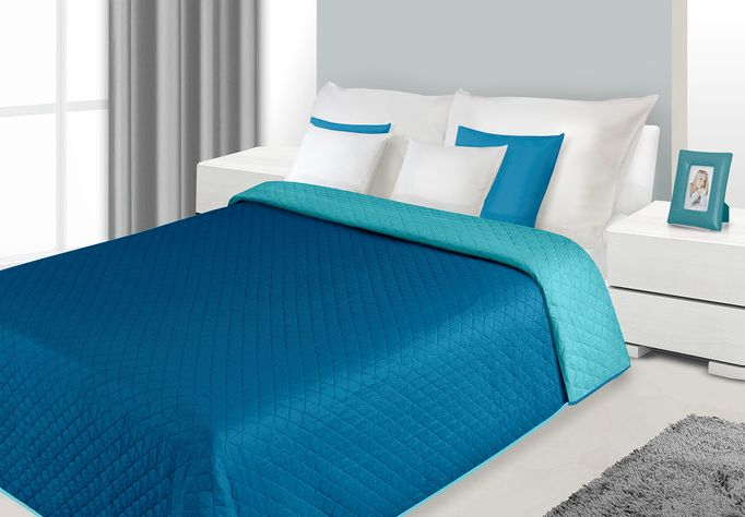 Dwustronne narzuty i kapy na łóżko w kolorze niebiesko turkusowym