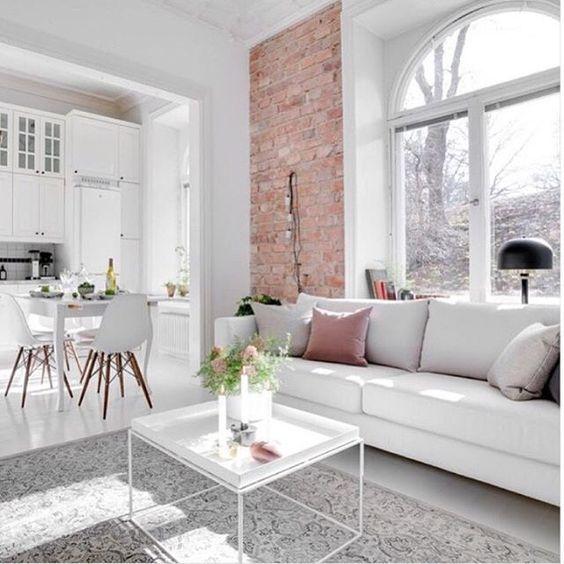 Een ronde bovenlicht kan ook een modern stijl geven als er veel beglazing is om een maximaal daglicht te behouden.