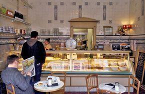 SCHMITZ I Belgisches Viertel I Aachener Str. 30 ... in 50674 Köln I Bistro, Restaurant, Café, Frühstück, Café mit Außenbereich straßenseitig, Bar, Club