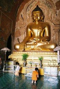 スラマニ寺院の仏像 【バガン遺跡】