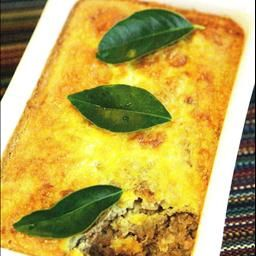 Lekkerbek Bobotie on BigOven: Bobotie is a traditional South African Dish. It's origin is unknown, although we know that the word originates from the Indonesian word bobotok of which a recipe appears in a 1609 Dutch recipe book. Initially the Cape Malay introduced it in South Africa, but after that every generation changed and smoothed it out to what it is today.