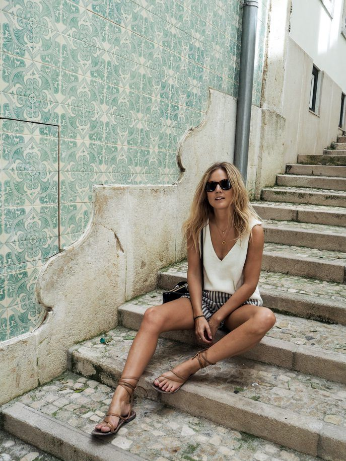 Chic travel outfit with shorts for Europe in summer (or anywhere in the summer). More Europe packing tips on http://travelfashiongirl.com/10-step-packing-guides/10-step-packing-guide-europe/ @travlfashngirl