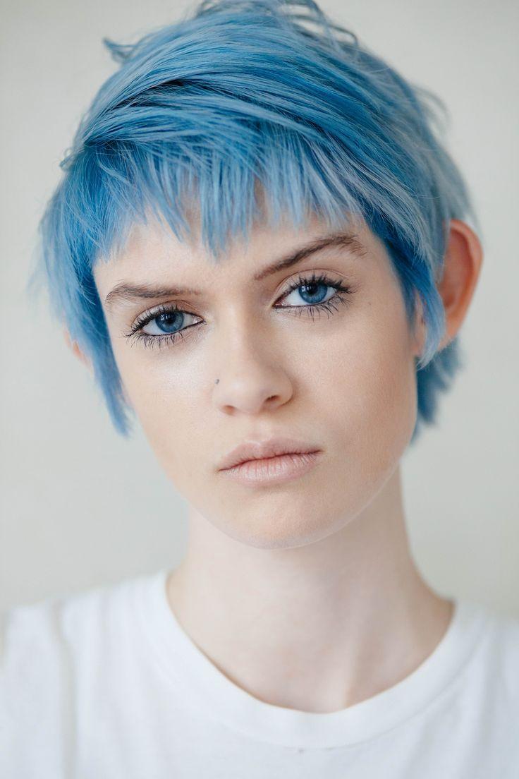бекон порежьте фото бело синих волос на коротких волосах появлением