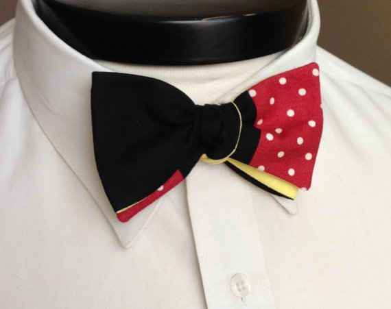 Incorpora este asombroso corbatín de Mickey. | 33 maneras sutiles de agregar tu amor por Disney en tu boda