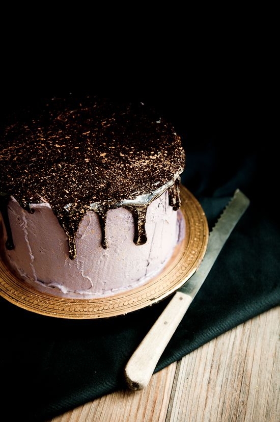 Chocolate + Gold CakeDesserts, Chocolates Ganache, Chocolates Layered Cake, Chocolates Cake, Cake Recipe, Edible Glitter, Glitter Cake, Birthday Cake, Oreo Cake