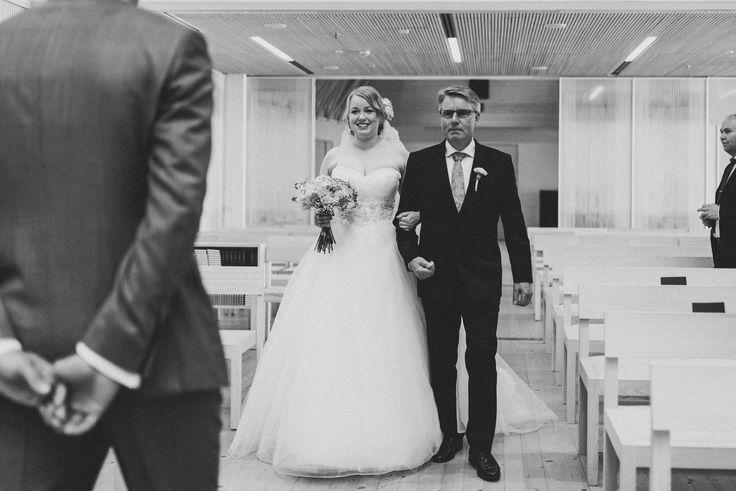 First look | Scandinavian wedding | Pitsiniekka | Picture by Jaakko Sorvisto www.jaakkosorvisto.com