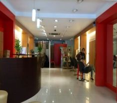 Oleega is a professionals Unisex Hair Salon offers a wide range of high quality hair treatments and beauty services in Jalandhar and Chandigarh. We also offers special discount packages.