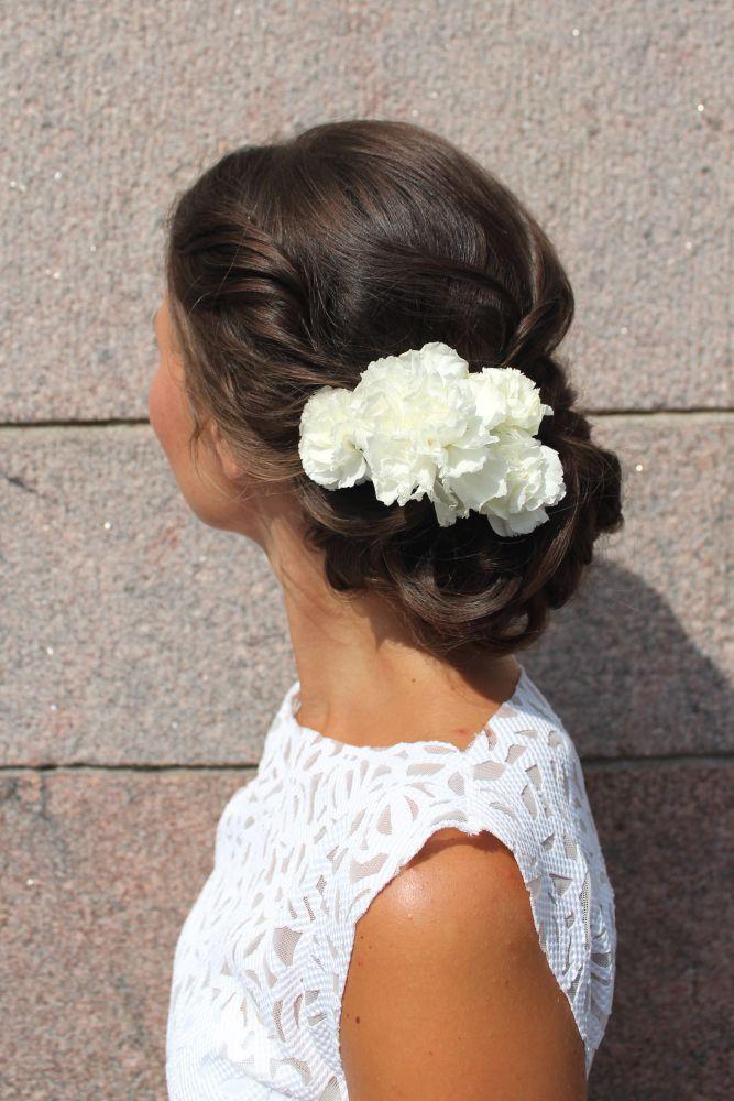 http://www.lily.fi/blogit/id-rather-hair-you-now/morsiamet-kukkia-hiuksissaan
