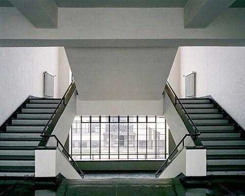 markyarchitectBauhaus, Walter Gropius Architect 1926 , Dessau Germany #modernarchitecture #arquitecturadeinteriores #stairs #architecture #architettura #interiors #architecturaldesign #architecturalinteriors #design