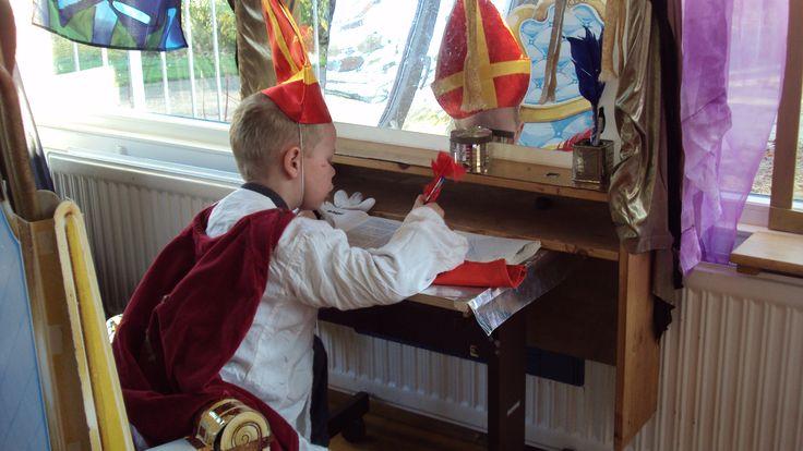 Op de Prins Clausschool heeft Sinterklaas z'n eigen werkkamer.