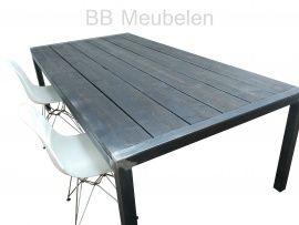 Stabilo-industrieël  Stalen tafel met steigerhouten blad. lxblh 160x80x75cm. Dit tafelframe is onbehandeld (geen zinklaag) en heeft daardoor een industrieële, stoere look. In combinatie met een strakke stoel zal deze combinatie uw vergaderruimte, woonkamer of keuken compleet maken.  Natuurlijk is het blad in meerdere kleuren te verkrijgen.  Kortom een tafel die er mag zijn!