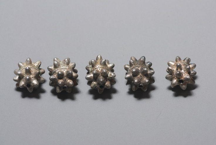 """Średniowieczne srebra w rękach archeologów. Biżuteria należała do """"księżniczki""""? - Wiadomości"""