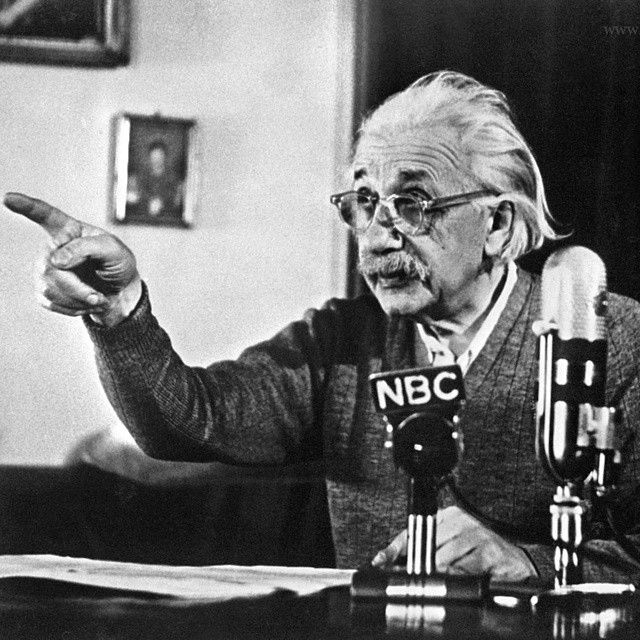 """""""Dio non gioca a dadi con l'Universo"""". Così rispose a chi dubitava delle sue teorie e sosteneva che la meccanica quantistica si basasse sulla probabilità, e non su previsioni esatte. Albert #Einstein"""