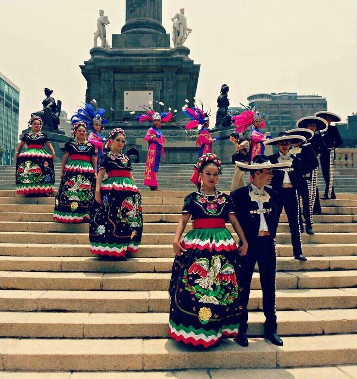 Ballet Folklorico en Mexico                                                                                                                                                      Más