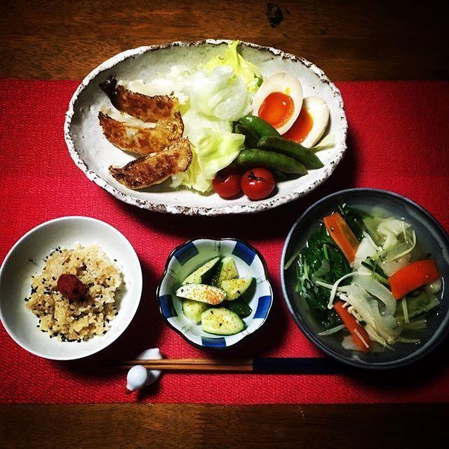 【もこずきっちん😘】 餃子、絶妙の焼き加減で美味しゅうございました✨ #mct #和食de粗食 #一日一食 #断食 #ファスティング #スムージー #料理 #クッキングラム #おうちごはん #男飯 #手作り #和食 #粗食 #晩ごはん #夜ごはん #ディナー #ごはん #梅 #餃子 #肉 #卵 #野菜 #サラダ #晩酌 #ビール #食器 #器 #ダイエット #トレーニング #筋トレ