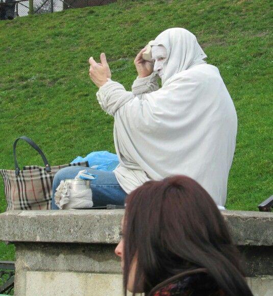paris sacre coeur living statue preparing