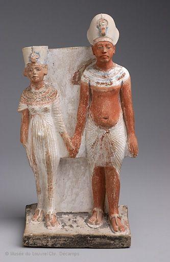 Amenhòtep IV (Akhènaton) con la moglie Nefertiti; XVIII dinastia; 1353-1335 a.C. Calcare dipinto. Parigi, Museo del Louvre.