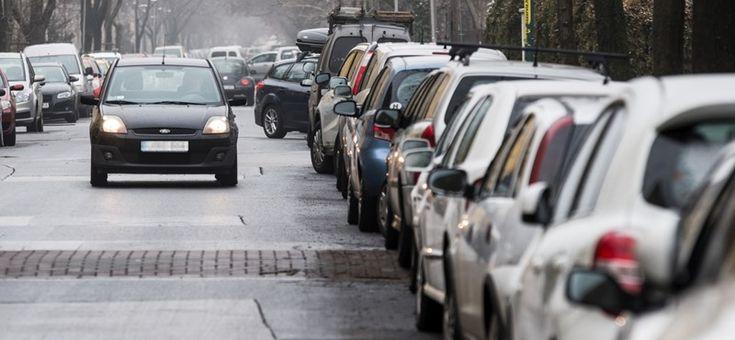A főváros ez idáig igen közkedvelt és viszonylag nagy parkolási kapacitással bíró területét is fizetőssé teszik.  http://ahiramiszamit.blogspot.ro/2017/04/a-fovaros-ez-idaig-igen-kozkedvelt-es.html