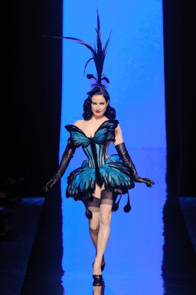 Dita Von Teese en femme papillon chez Jean Paul Gaultier haute couture printemps été 2014