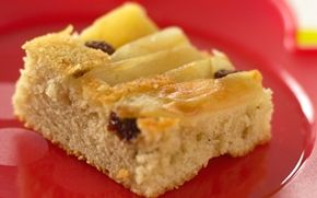 Upside-down kage I en upside-down kage lægges frugten i bunden og dejen ovenpå inden bagning - og efter bagning vendes bunden så i vejret, så frugten ligger øverst.